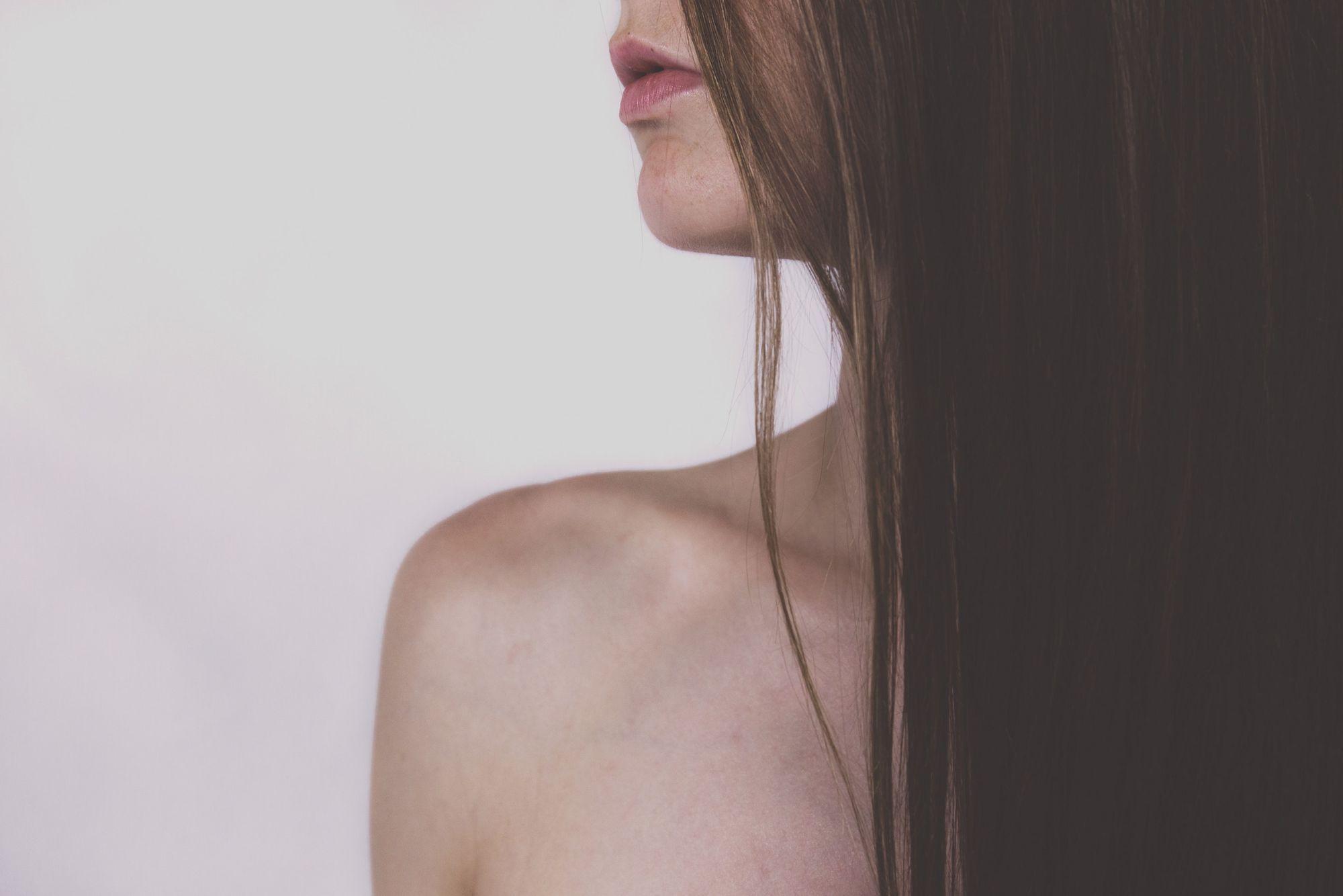 hair-lips-model-113042.jpg