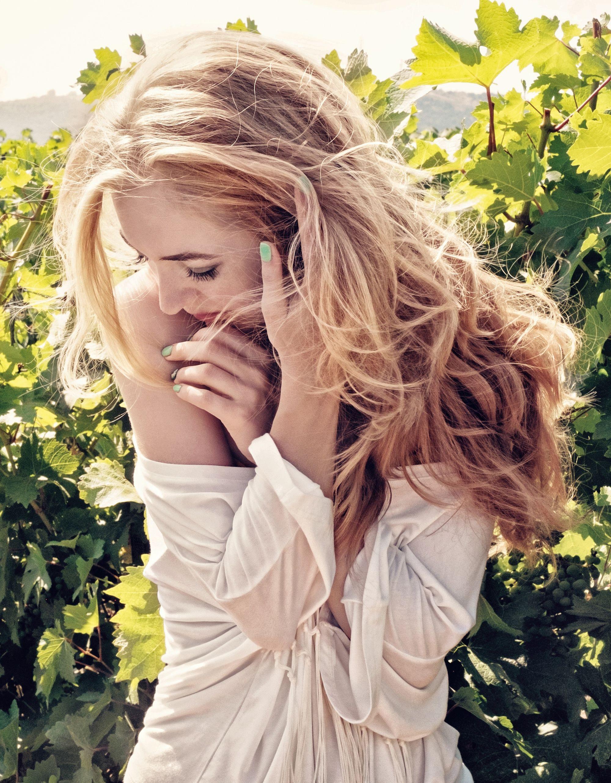 attractive-beautiful-beauty-219569.jpg