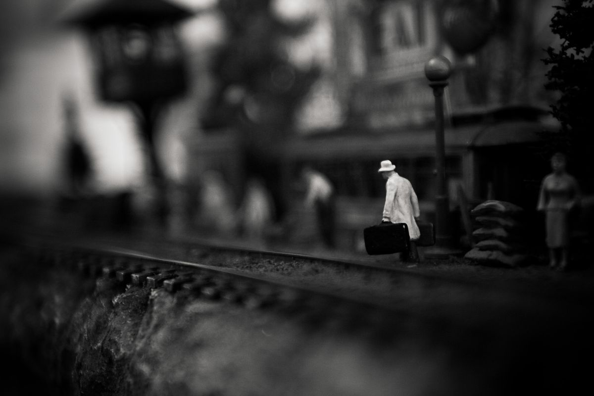 1miniatures_photography_stories_mystery_scale_small_2.jpg