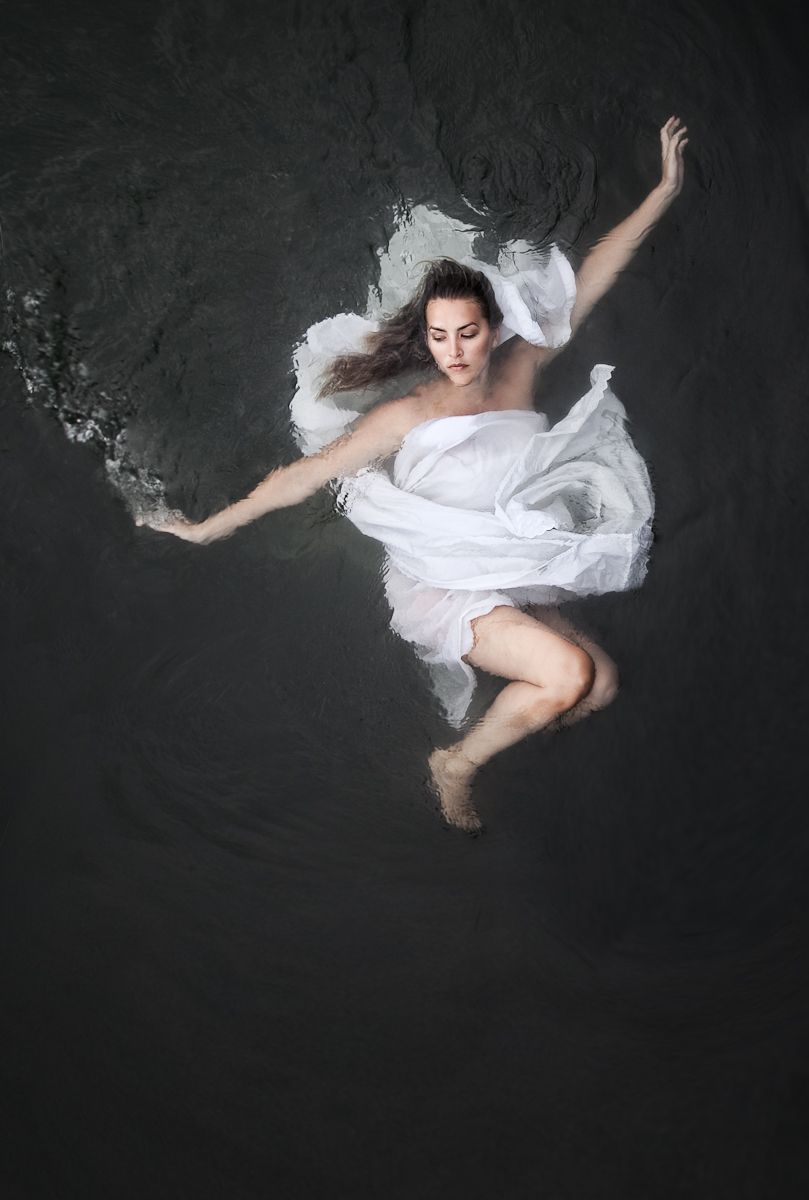 1figure_botticelli_caravaggio_fabric_water_photography__5.jpg