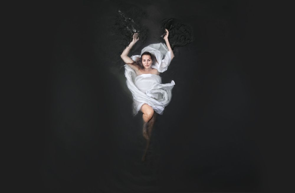 1figure_botticelli_caravaggio_fabric_water_photography__4.jpg