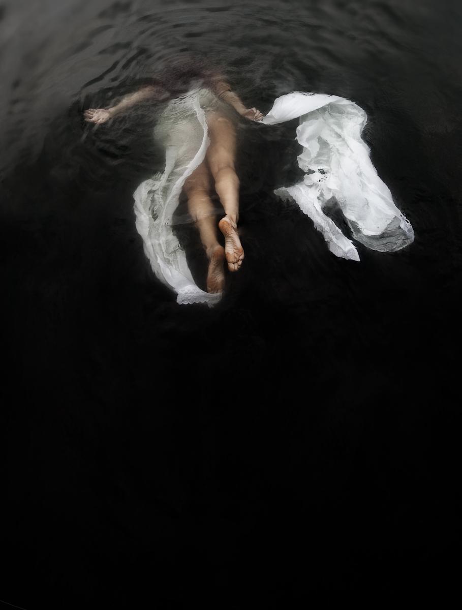 1figure_botticelli_caravaggio_fabric_water_photography__8.jpg