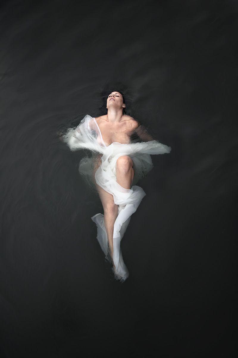 1figure_botticelli_caravaggio_fabric_water_photography__23.jpg