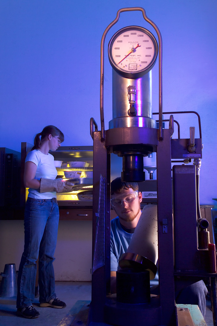 Students at Hawkeye Community College in an industrial class