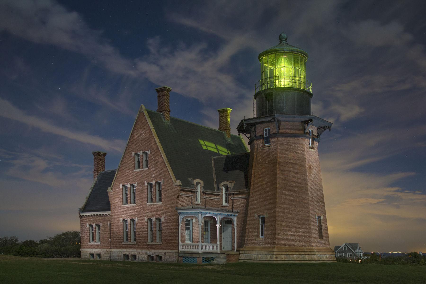1bi_lighthouse.jpg