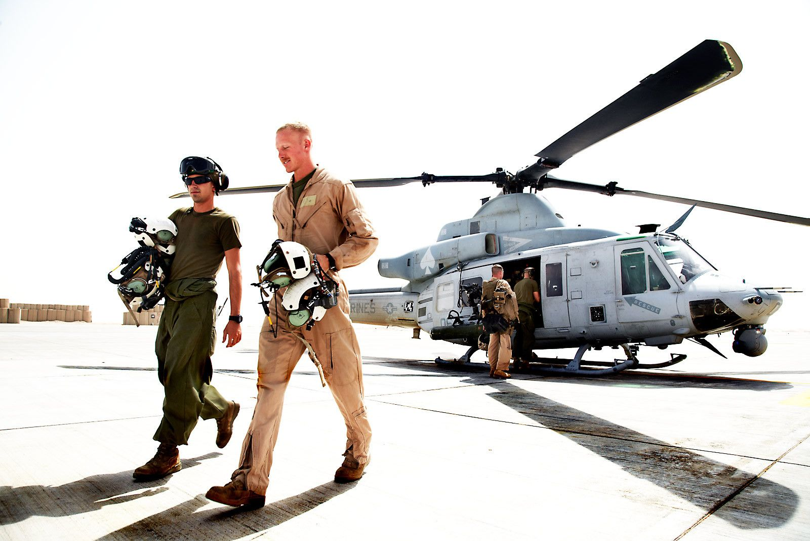 1marine_helicopter_crew_afghanistan_4