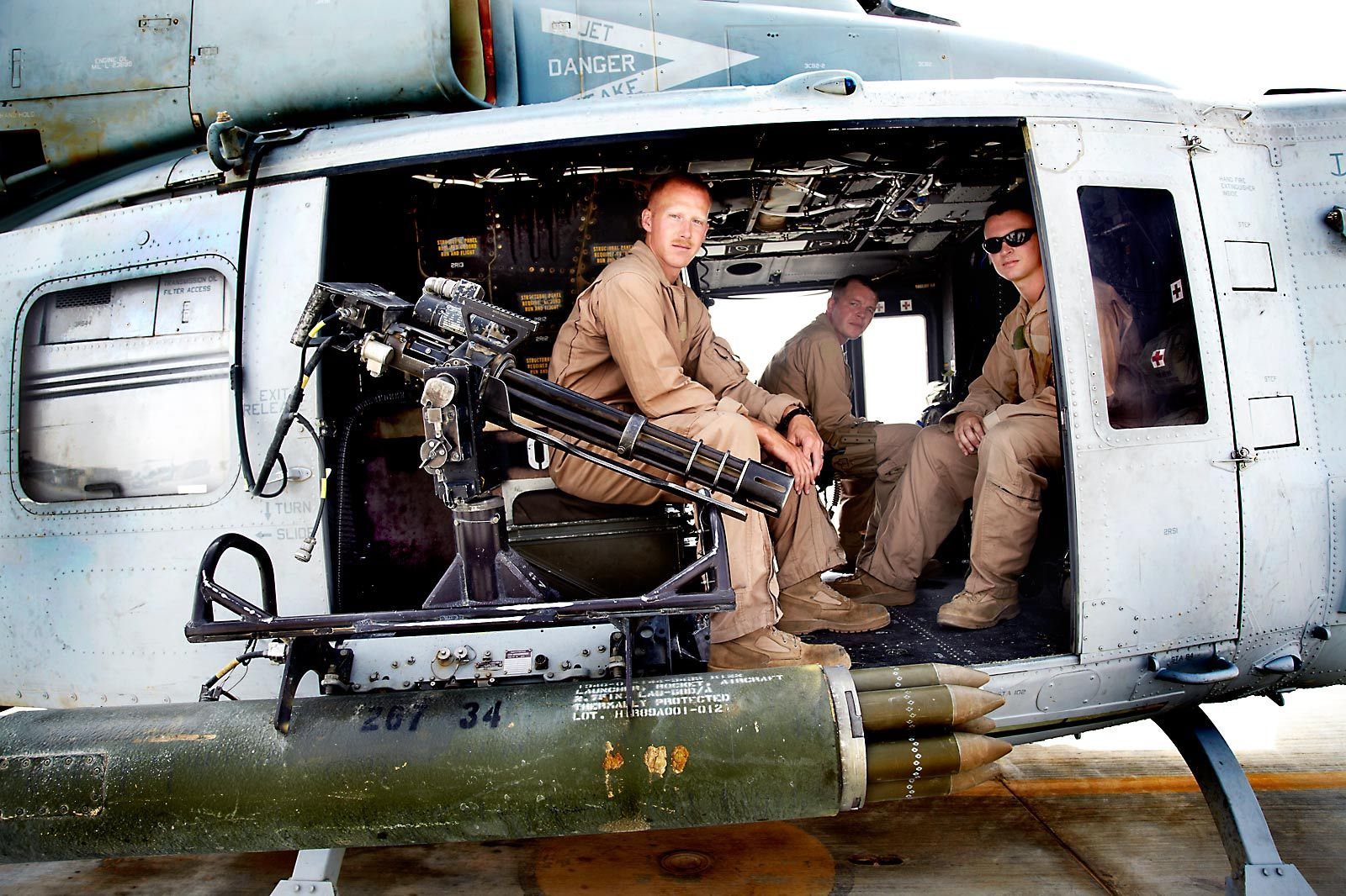 1marine_helicopter_crew_afghanistan_3
