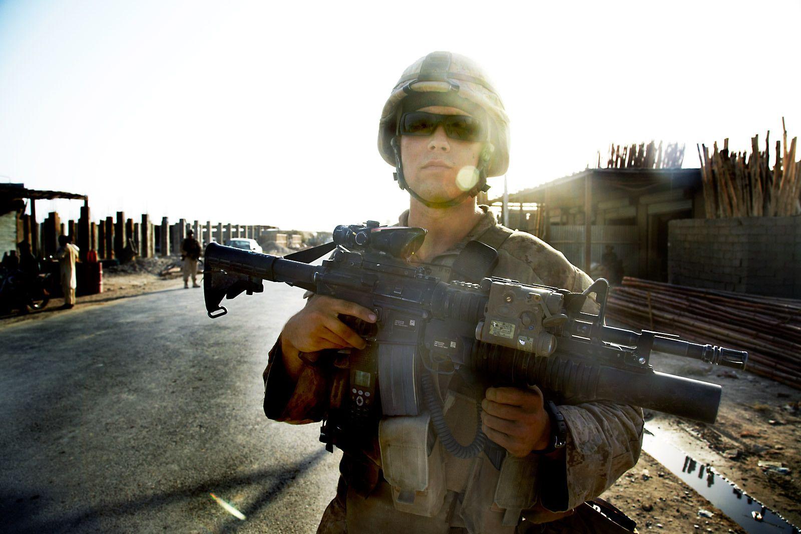 1marine_patrol_garm_ser_afghanistan