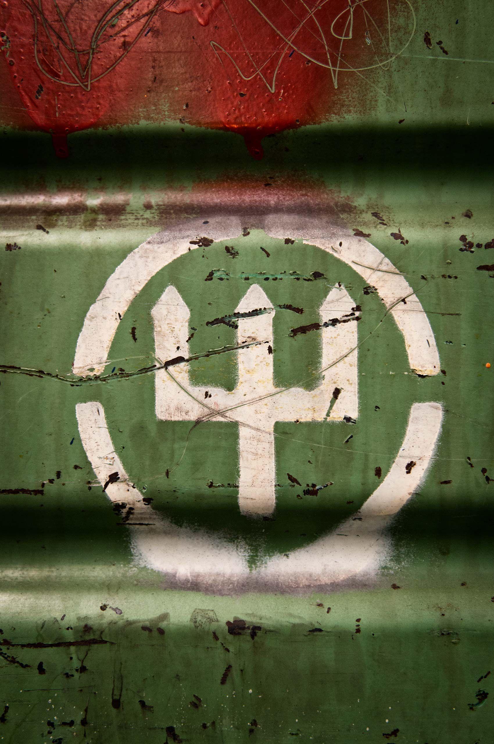 logo-on-crate-wusthof-factory-HenrikOlundPhotography..jpg