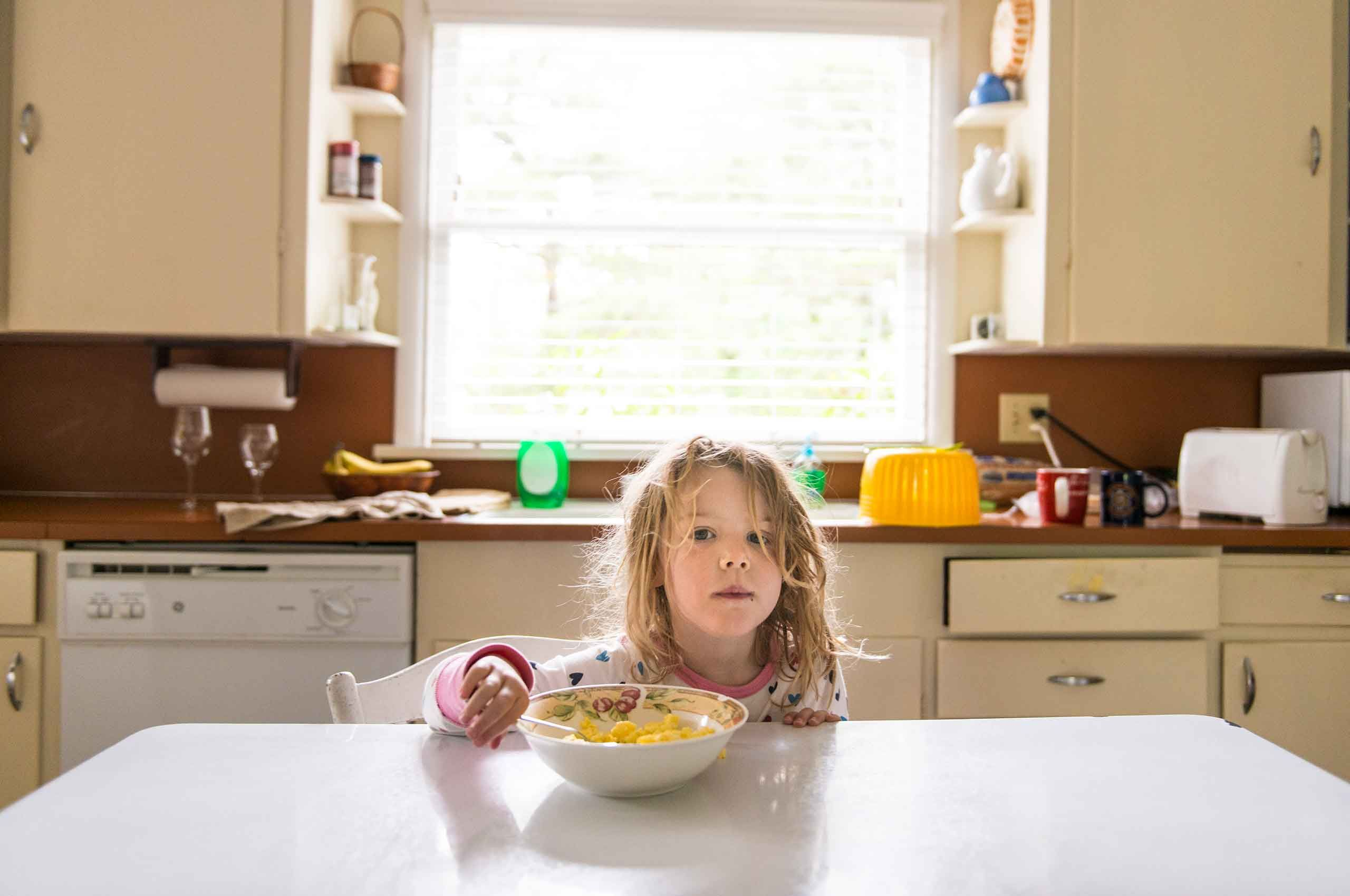 girl-at-table-having-breakfast-portland-by-HenrikOlundPhotography.jpg