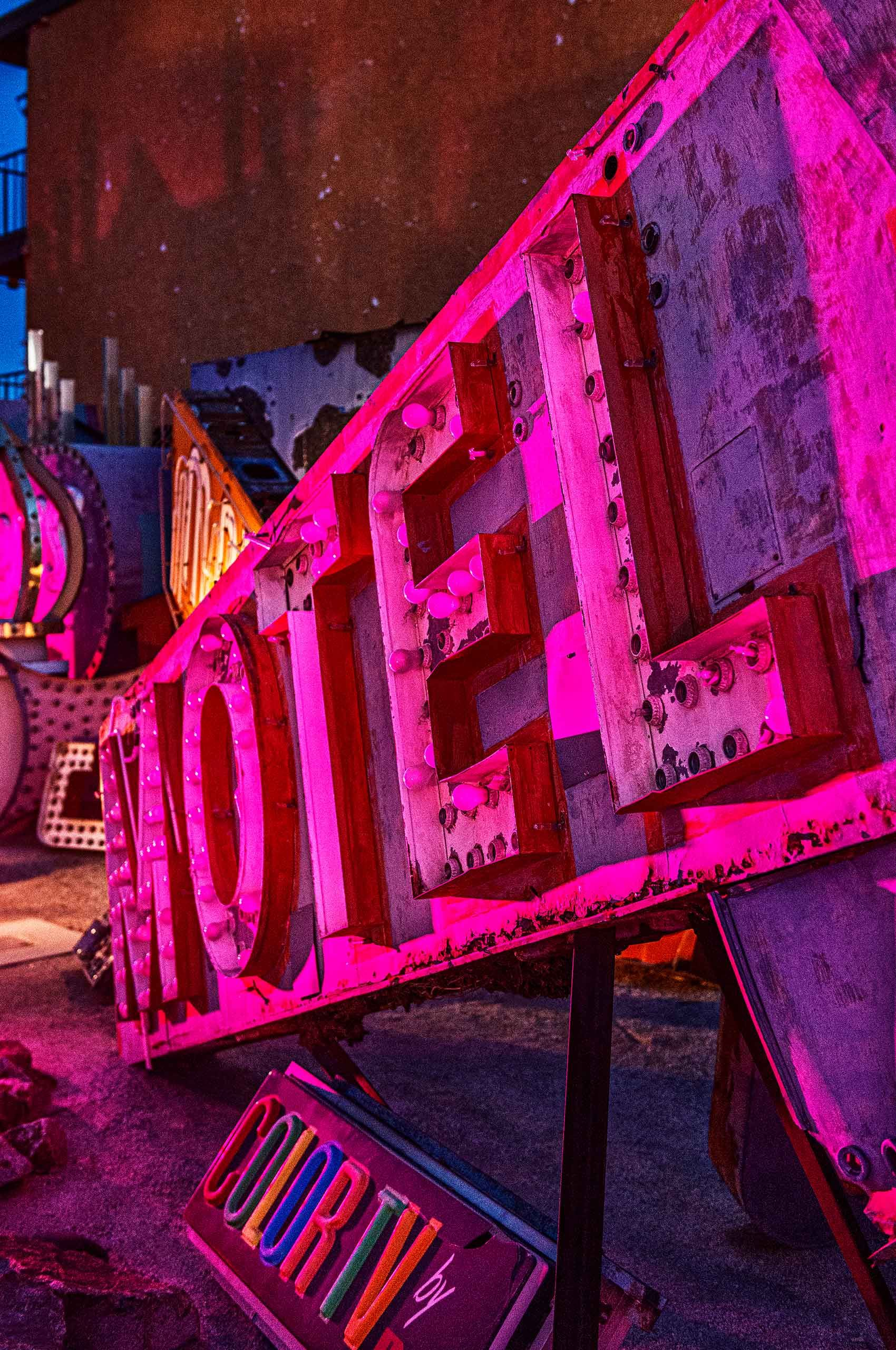 Neon Vegas:Motel     $2,500