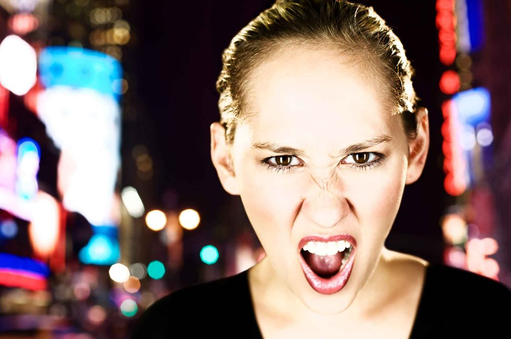 screaming-woman-in-timessquare-by-HenrikOlundPhotography.jpg