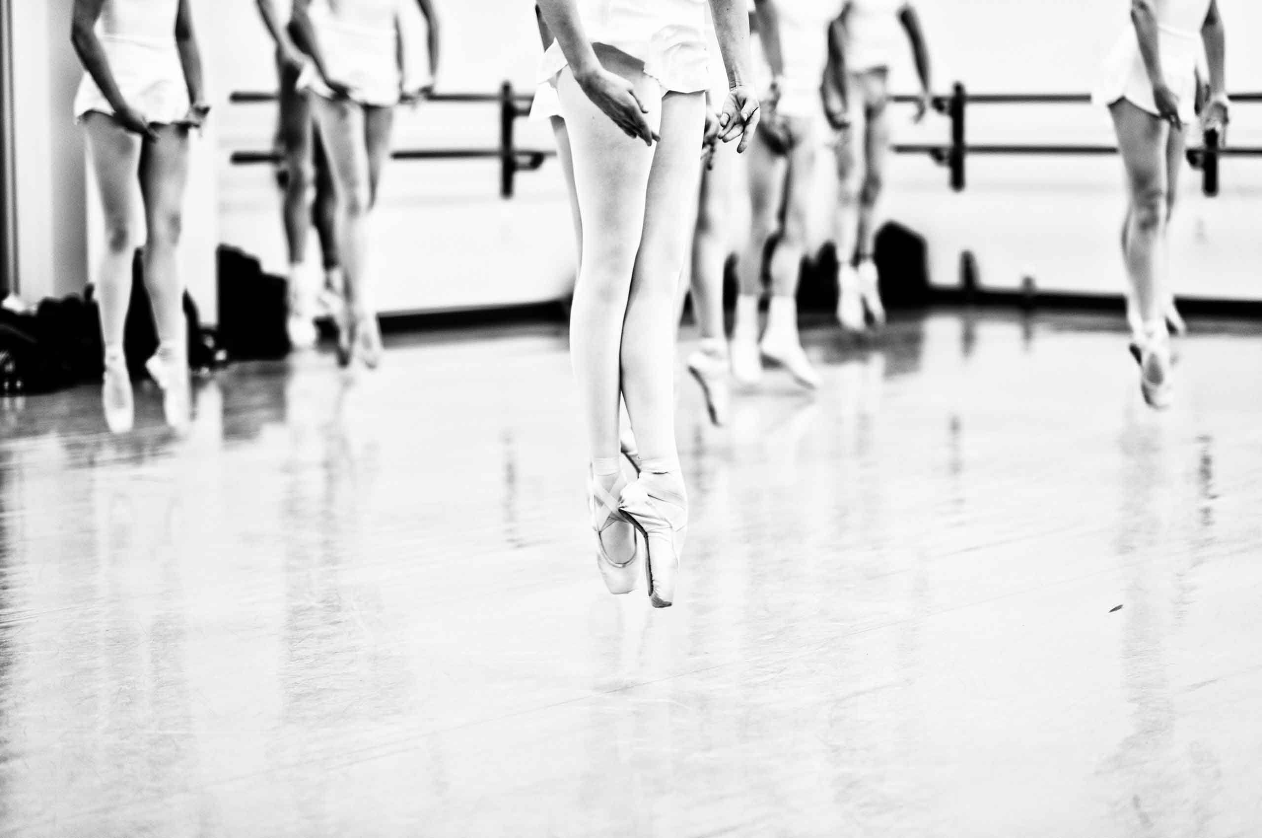 ballerinas-jumping-by-HenrikOlundPhotography.jpg
