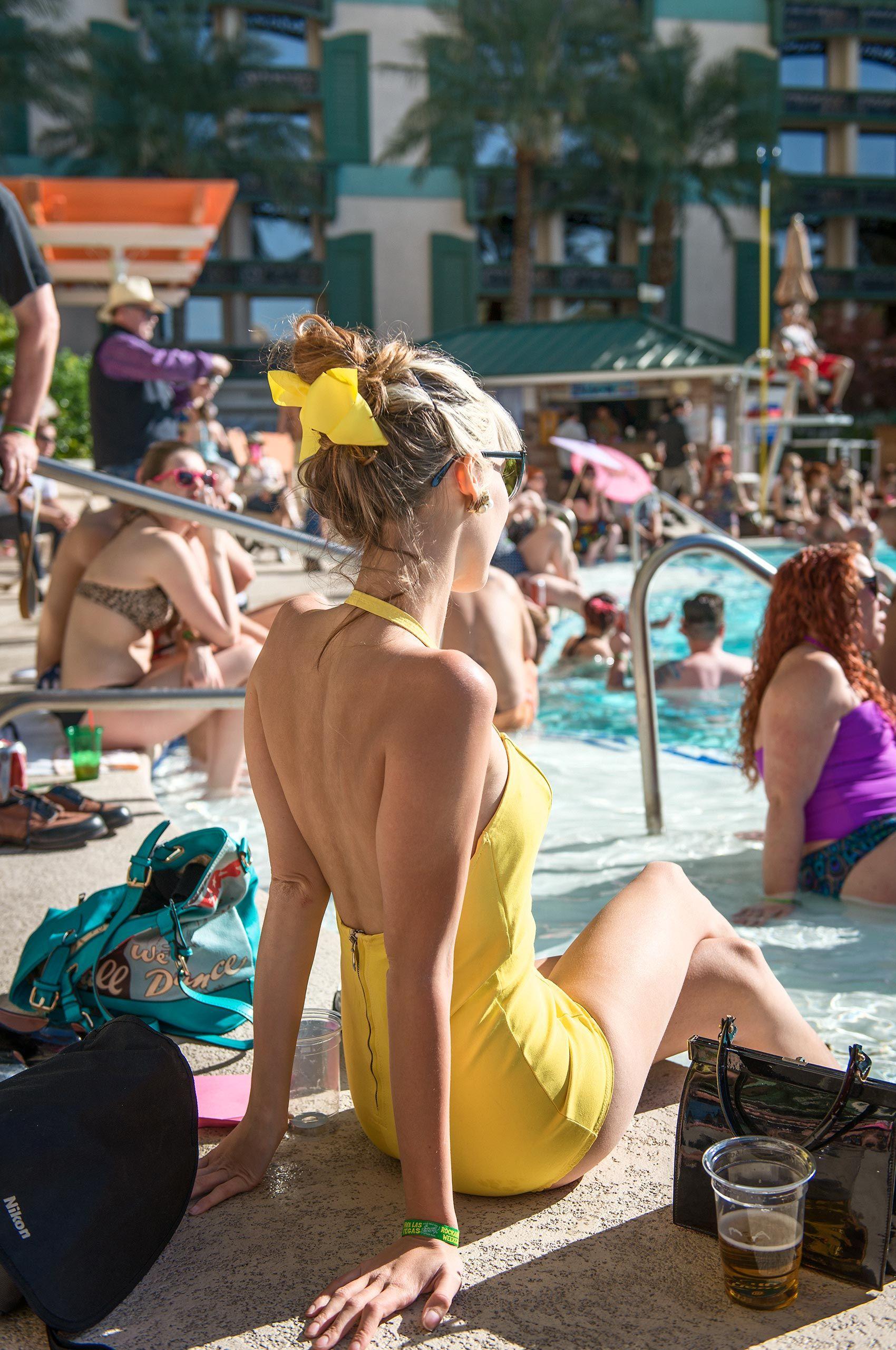 poolside-beauty-vivalasvegas-HenrikOlundPhotography.jpg