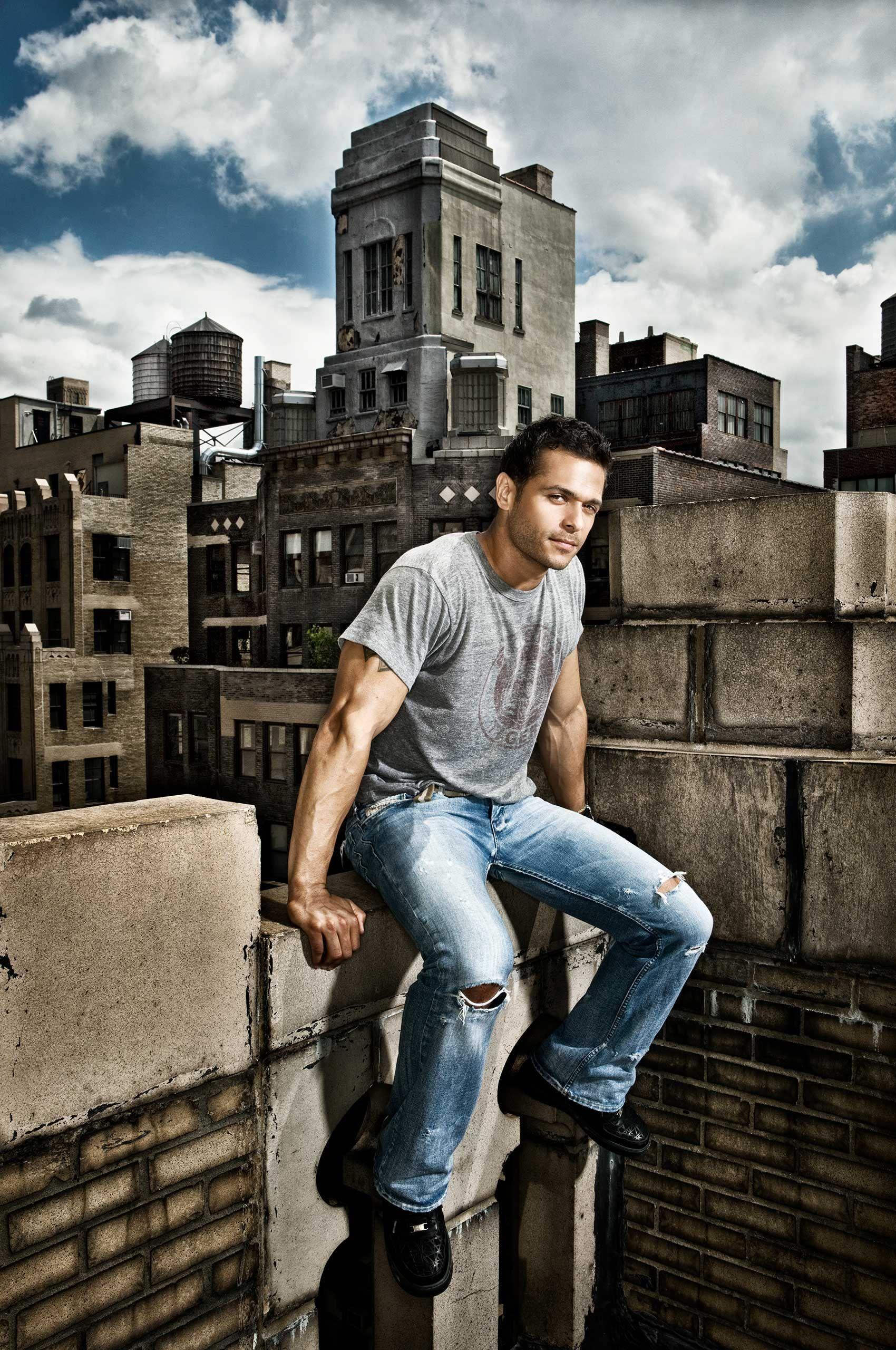 male-trainer-model-newyork-background-HenrikOlundPhotography.jpg