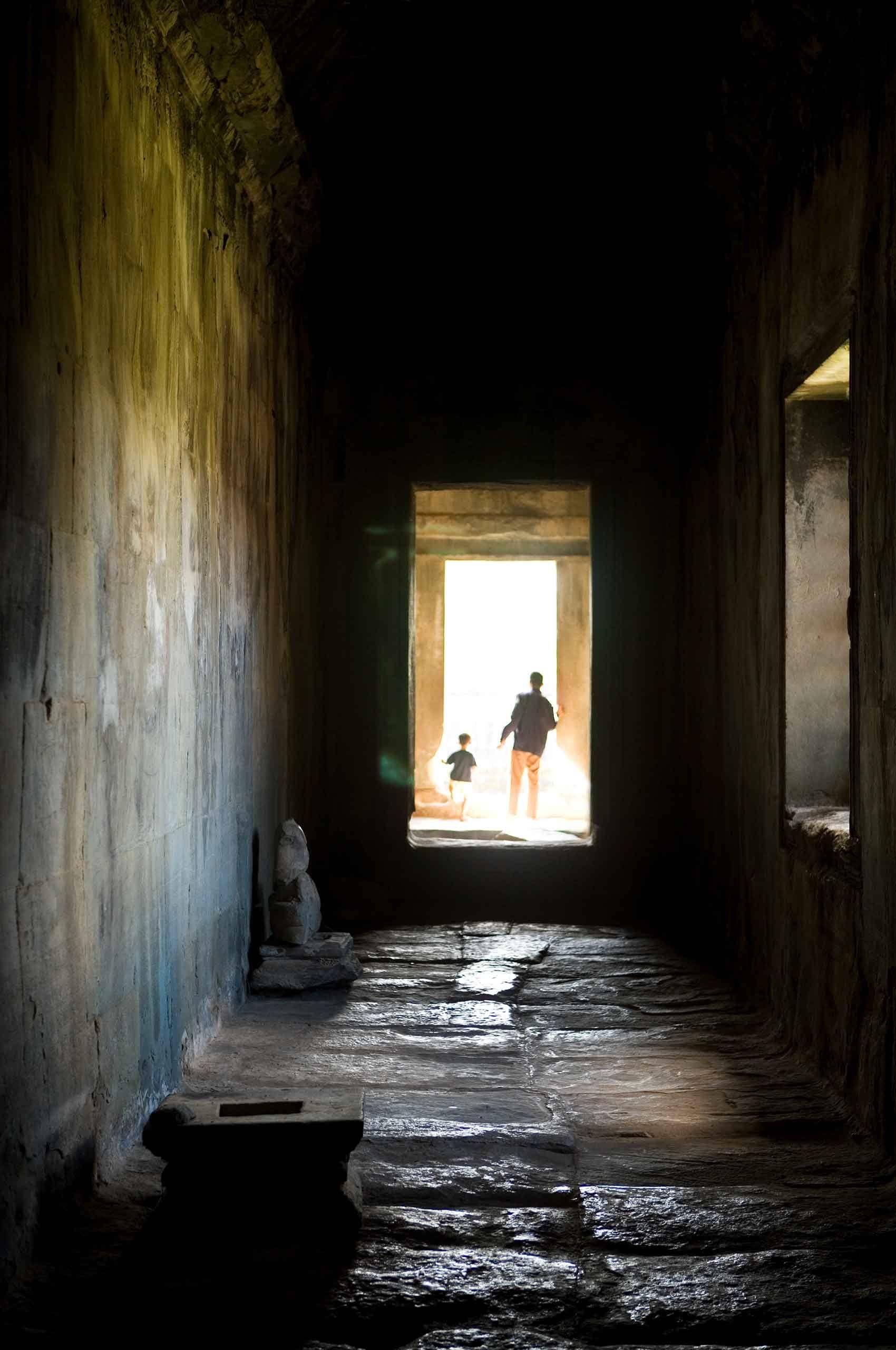 passgaeway-angkorwat-cambodia-by-henrikolundphotography.jpg