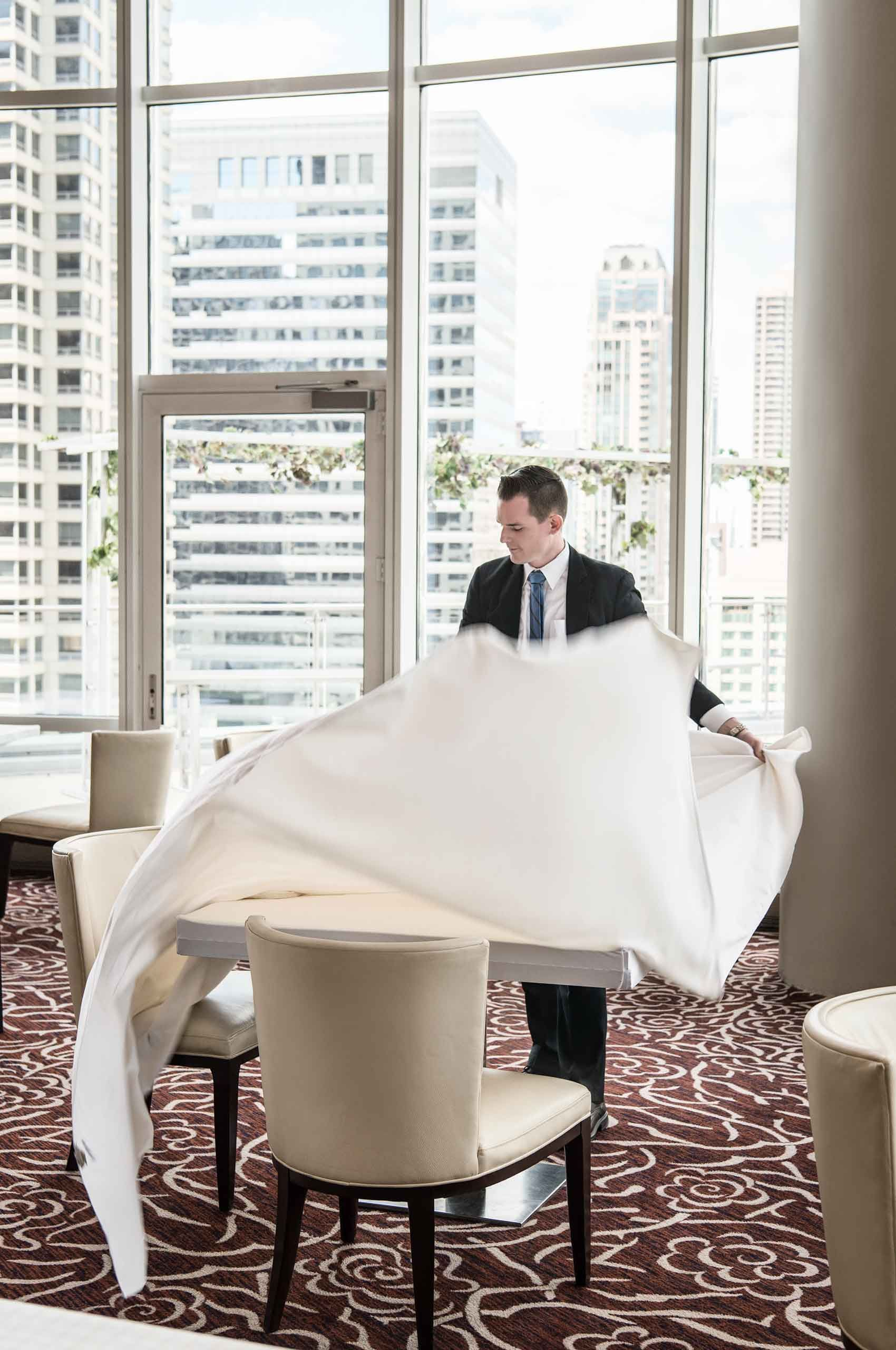 Waiter-setting-tablecloth-by-HenrikOlundPhotography..jpg