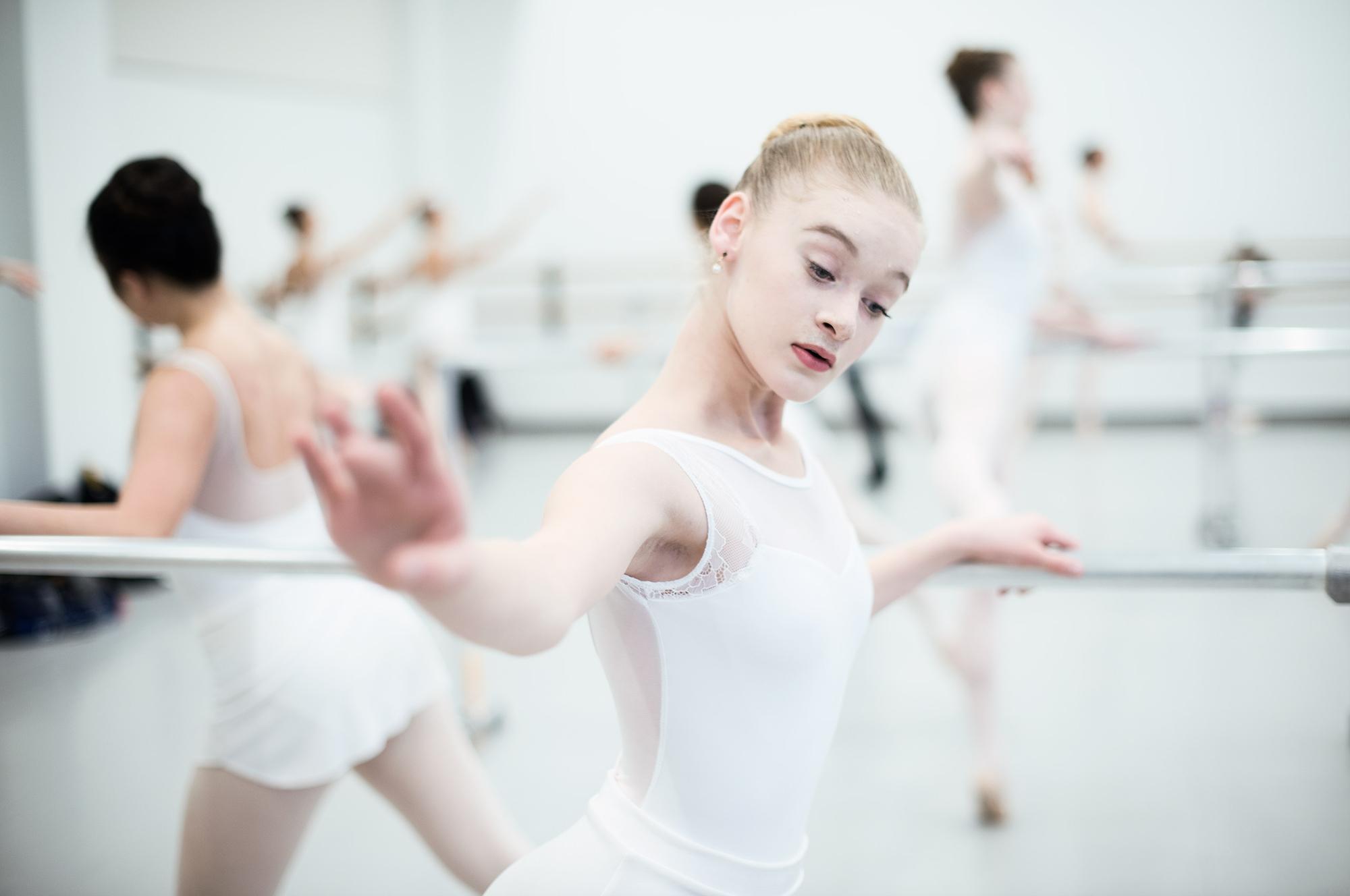 Ballerina-practicing-HenrikOlundPhotography.jpg