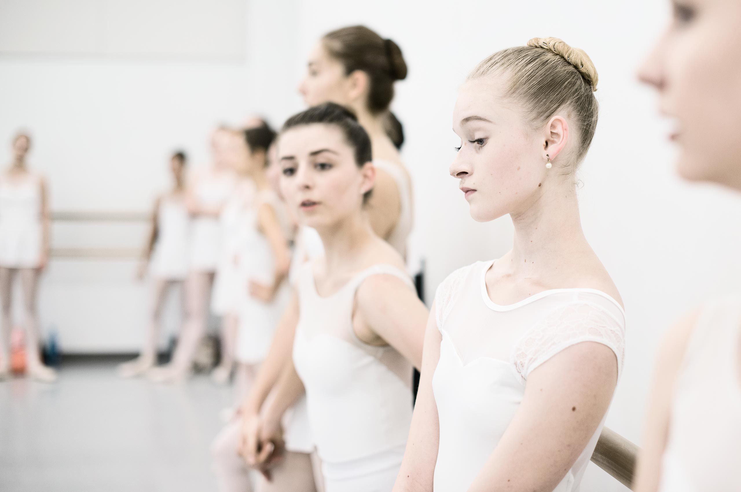 ballerinas-waiting-HenrikOlundPhotography.jpg