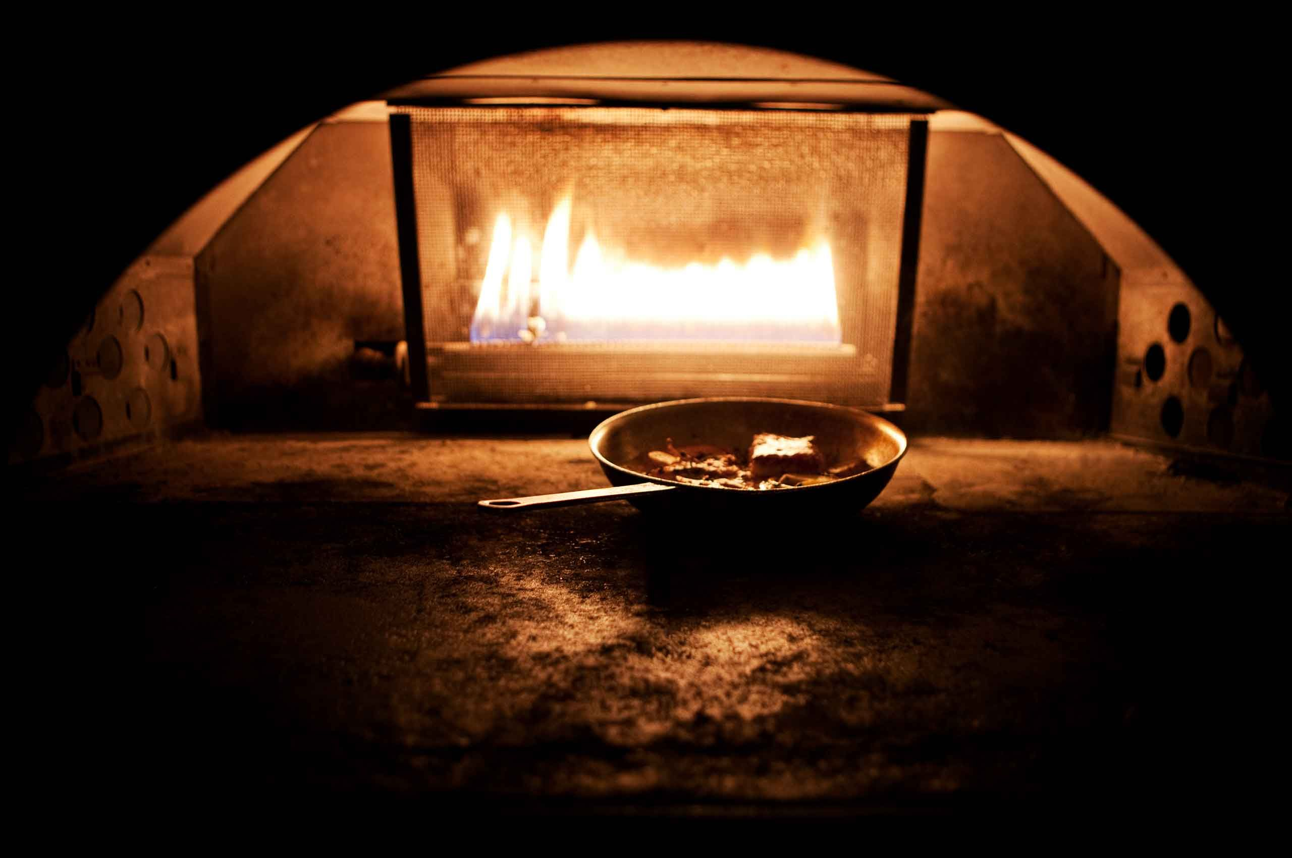Coalfired-Oven-with-pan-by-HenrikOlundPhotography.jpg
