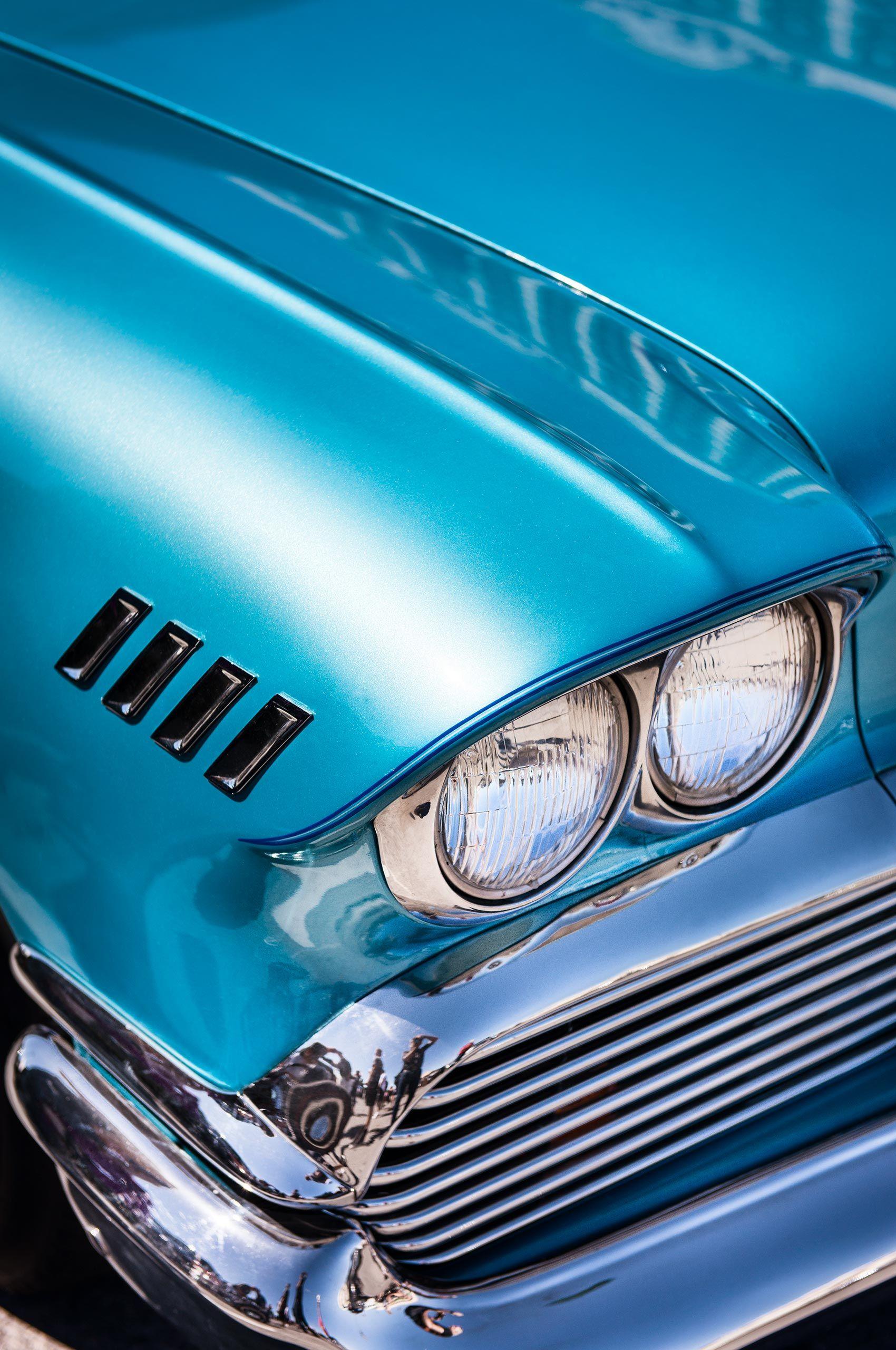 classic-car-headlights-vivalasvegas-HenrikOlundPhotography.jpg