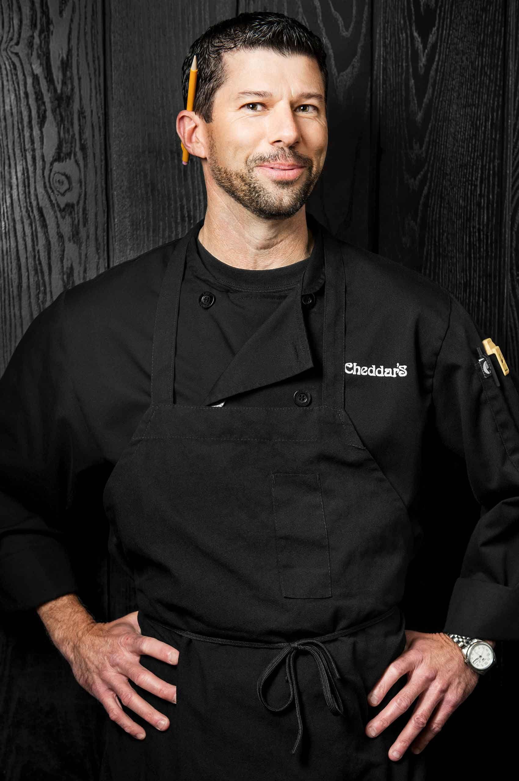 Chef-at-Cheddars-ScratchKitchen-by-HenrikOlundPhotography.jpg