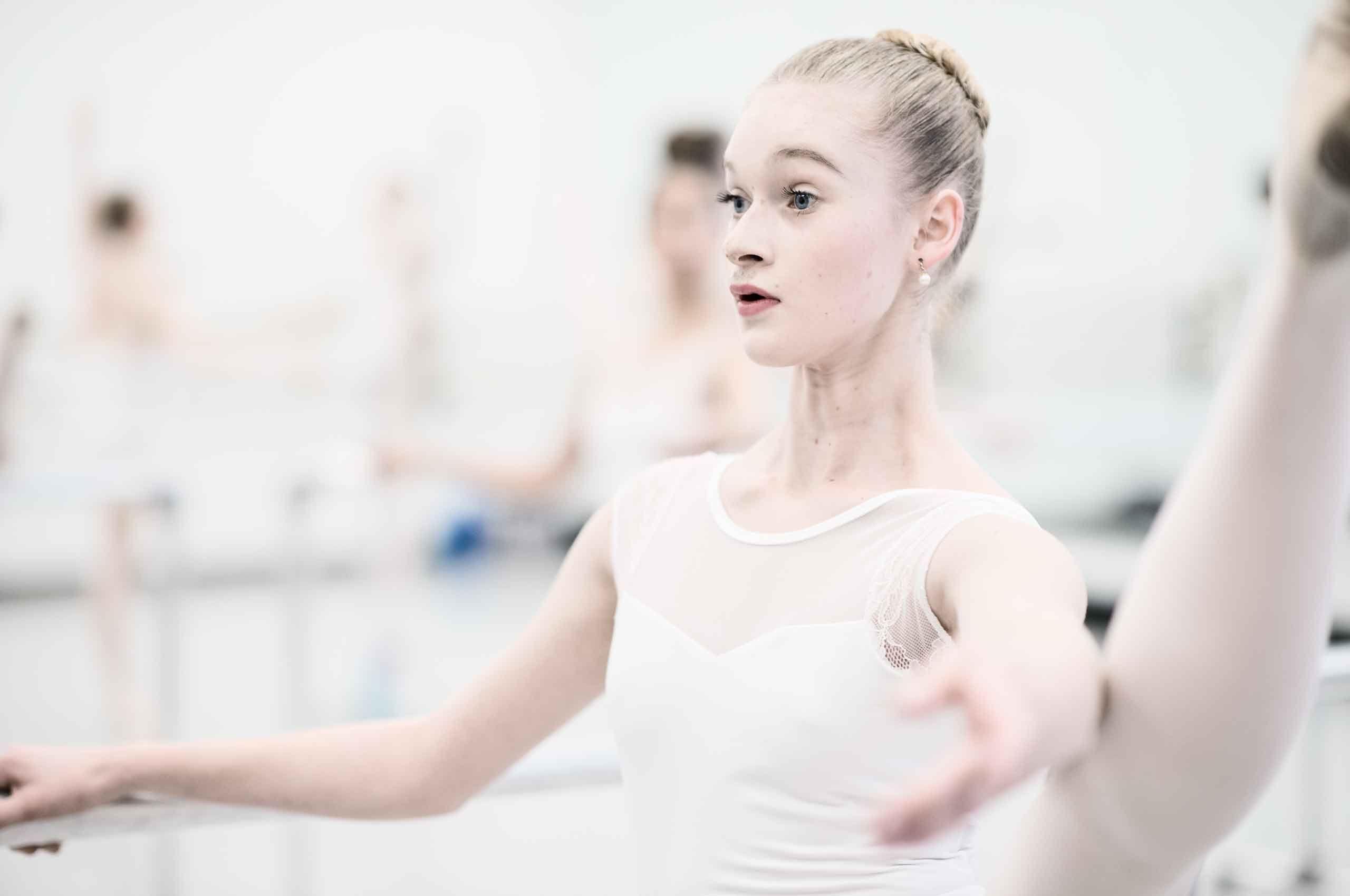 ballerina-practicing-legup-SavvanahLyle-by-HenrikOlundPhotography.jpg