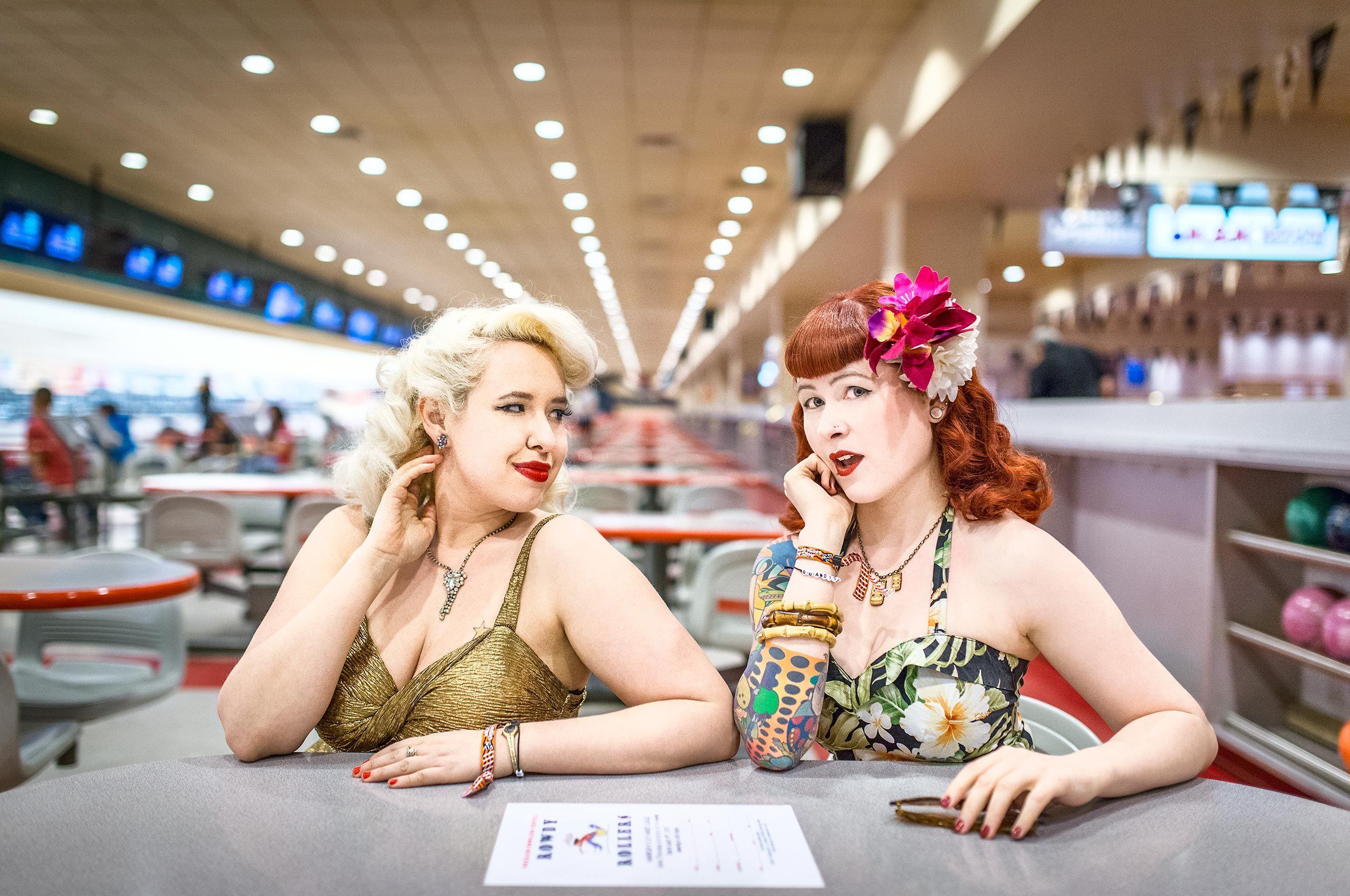 rockabilly-girls-by-table-HenrikOlundPhotography.jpg