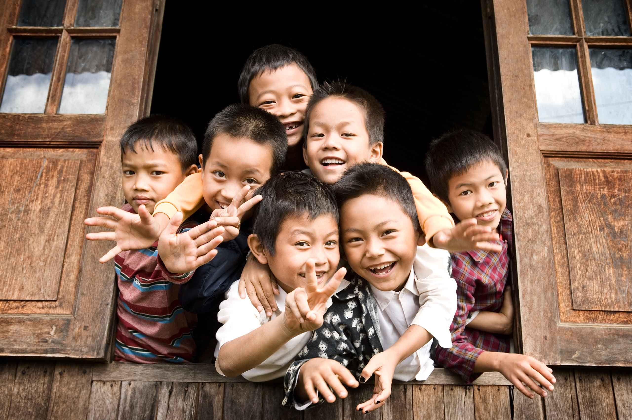 schoolboys-lakeinle-myanmar-by-henrikolundphotography.jpg