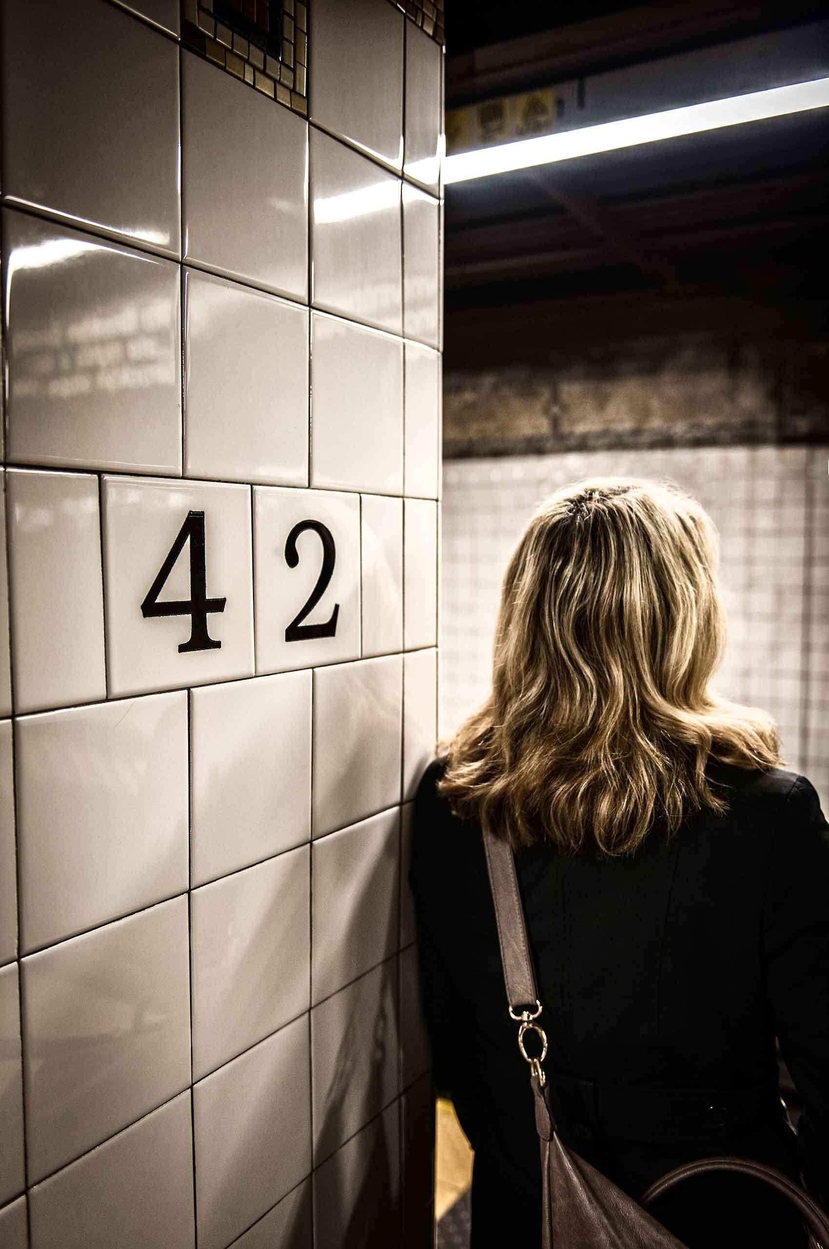 42ndstreetstation-subway-commuter-dirtyblondwoman-by-HenrikOlundPhotography.jpg