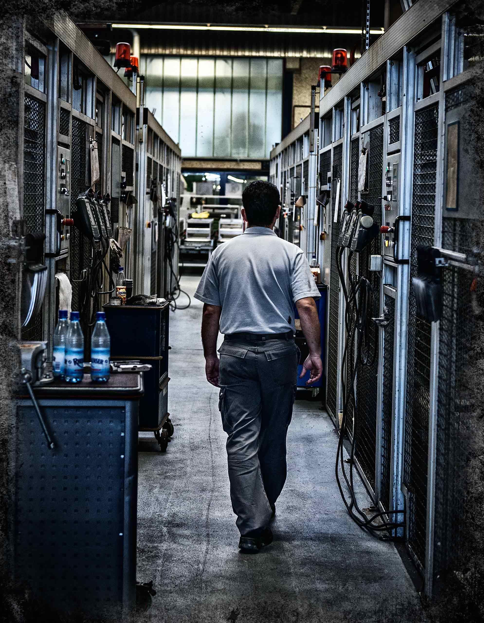 robot-gallery-walk-wustof-factory-solingen-germany-by-HenrikOlundPhotography.jpg