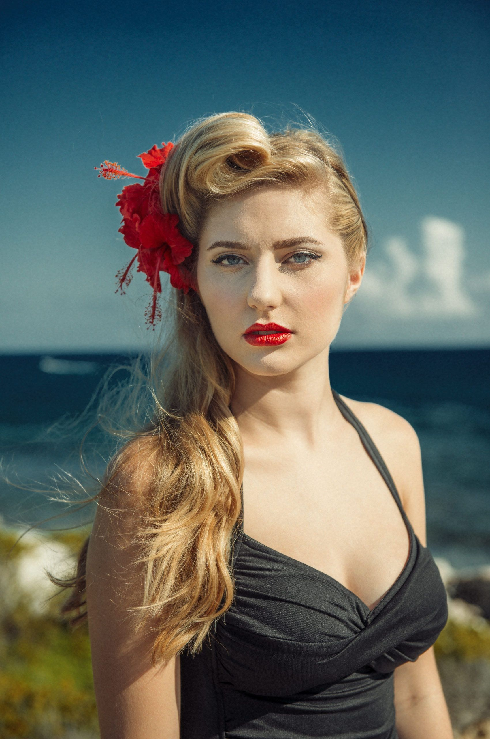 Retro-Young-Woman-Beach-HenrikOlundPhotography.jpg
