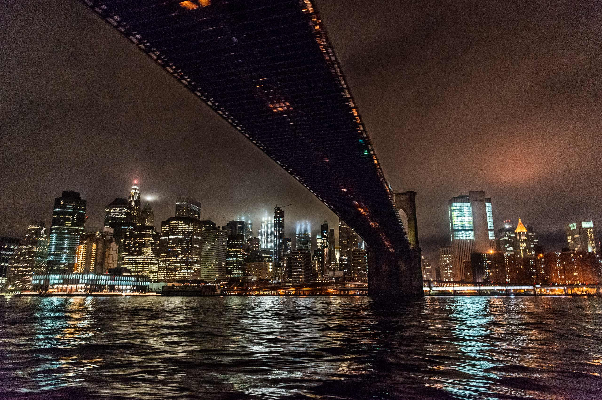 Brooklynbridge-night-bigcitylights-water-eastriver-HenrikOlundPhotography.jpg