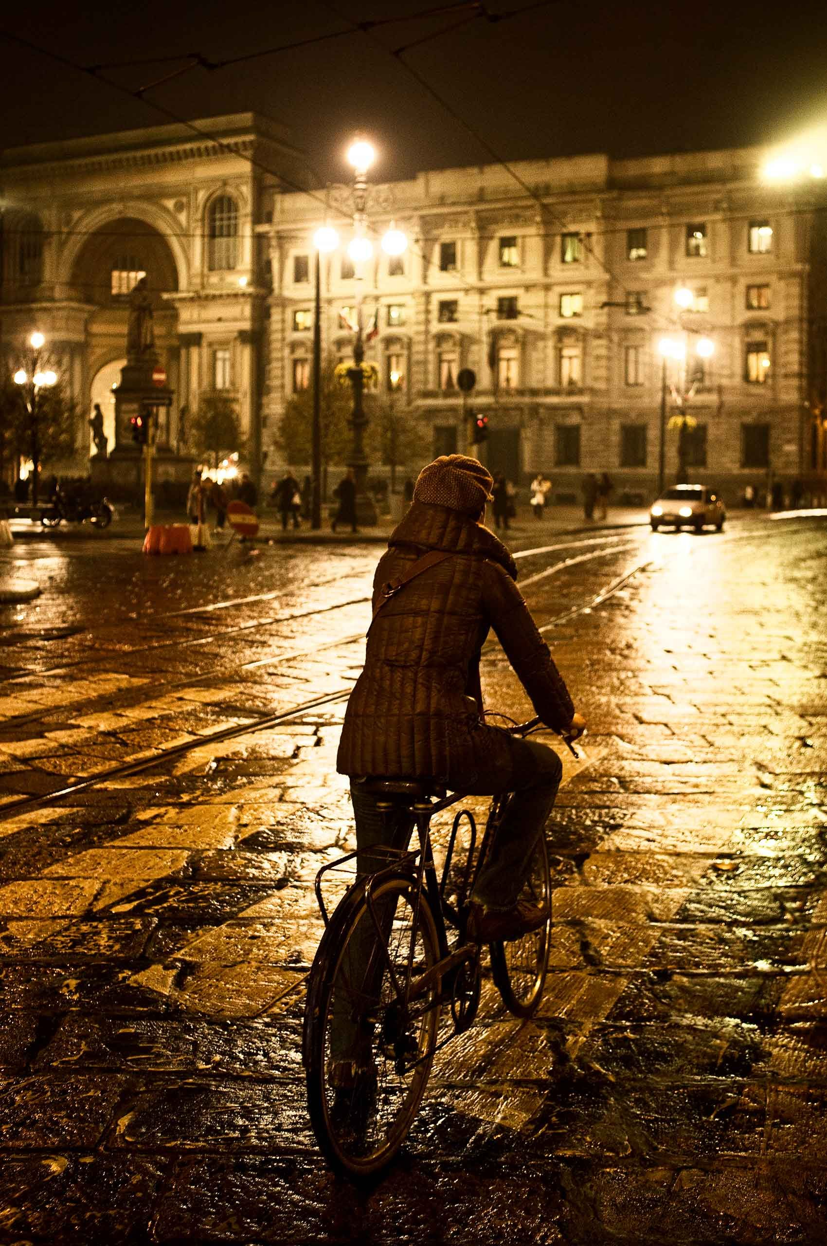 woman-on-bicycle-milano-by-henrikolundphotography.jpg