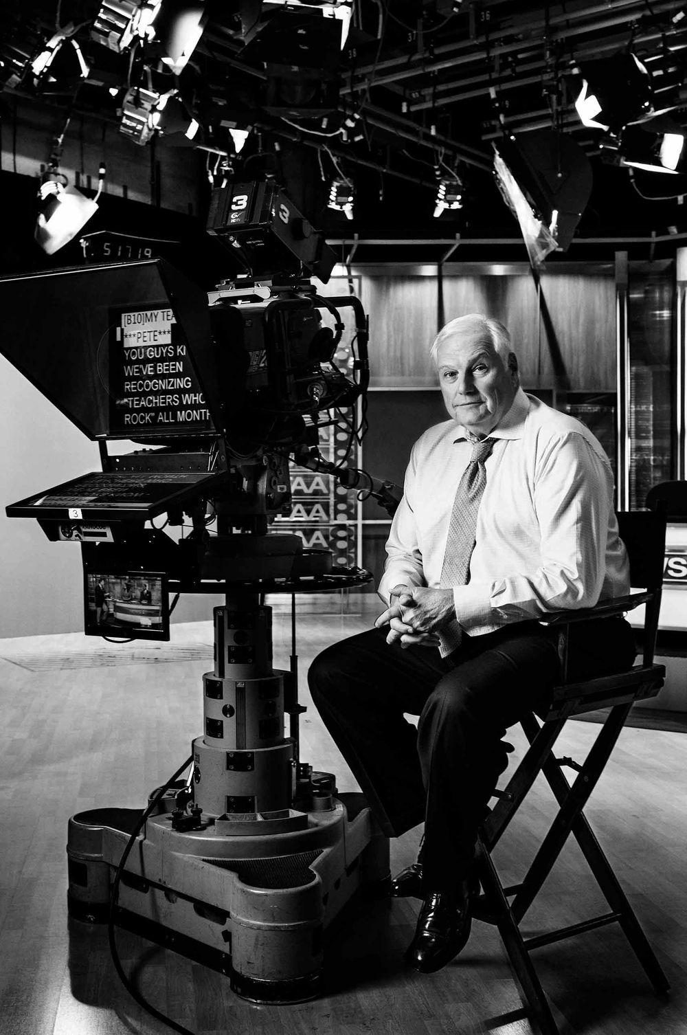 Sportscaster-DaleHansen-in-television-studio-Dallas-by-HenrikOlundPhotography.jpg