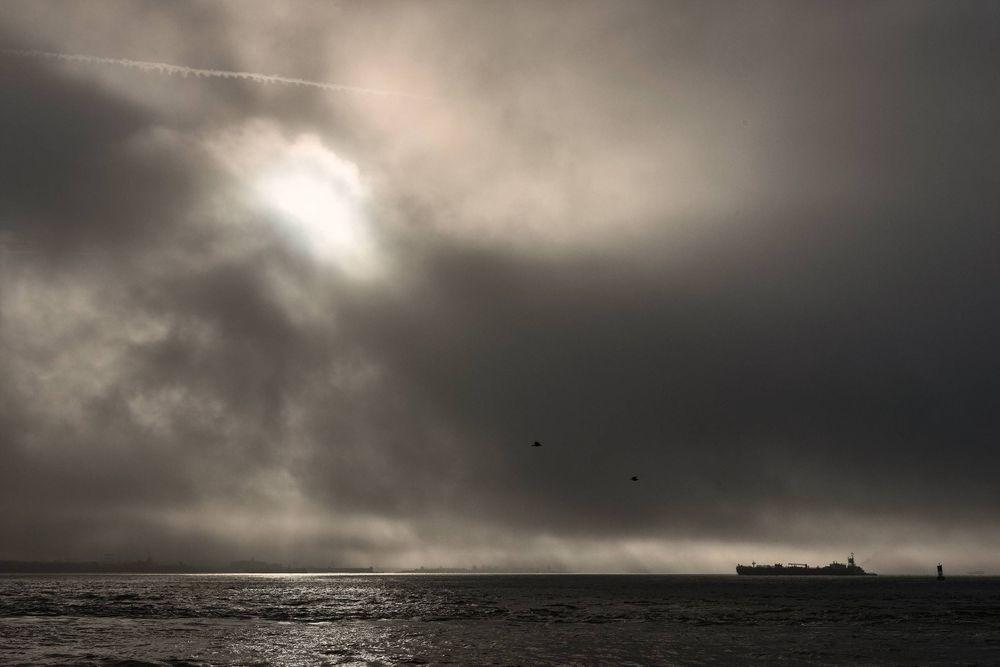 Morning-Sea-transportation-containership-cargo-statenislandsound-by-HenrikOlundPhotographyglobaltrade.jpg