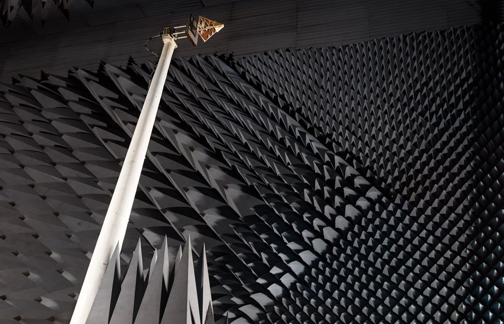 Prototype-Antenna-on-Boom_02.jpg