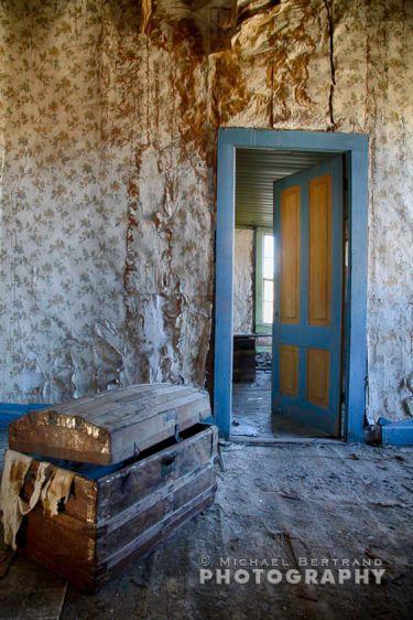 Blue/Yellow Door Bodie