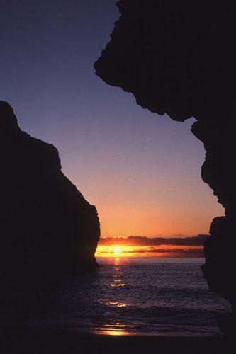 1Kauai_cliffs.jpg