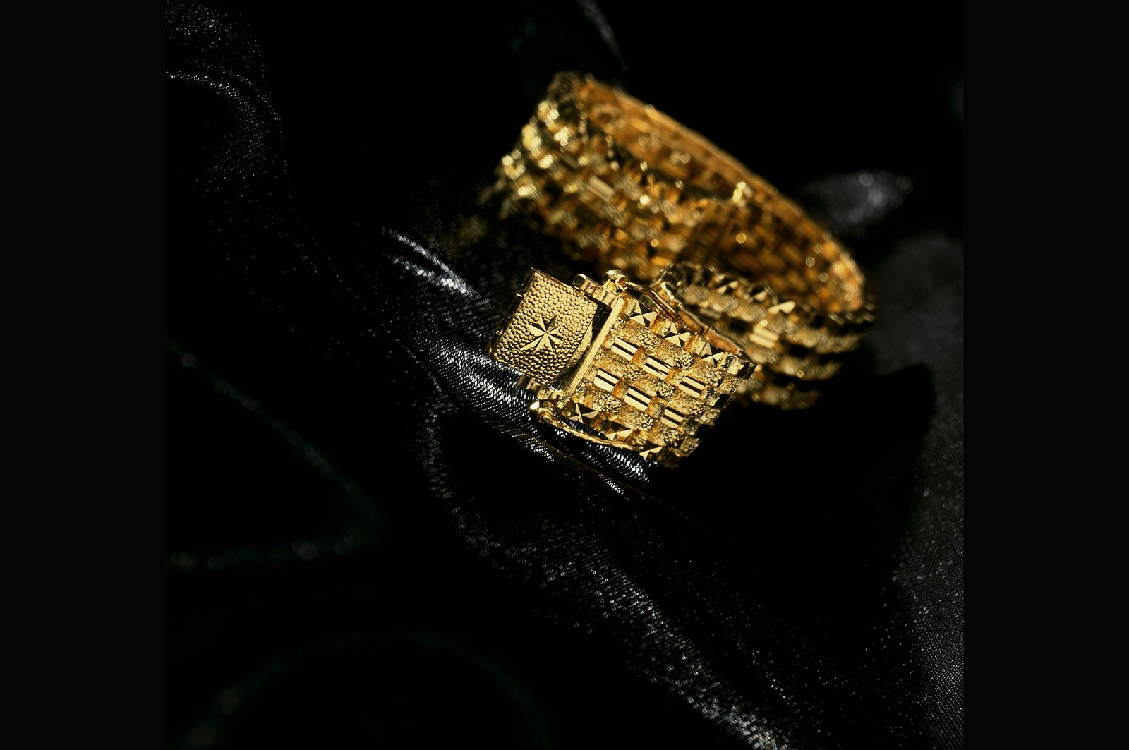 Gold Jewelry Photography 12.jpg