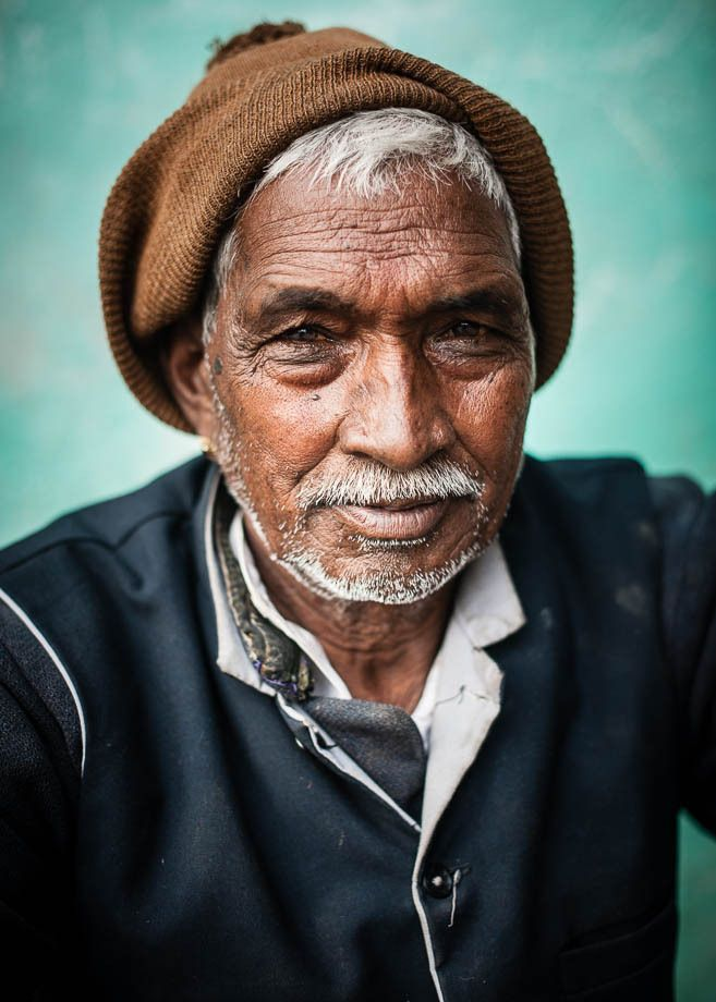 1man_with_brown_hat_vertical_portrait_udaipur_india