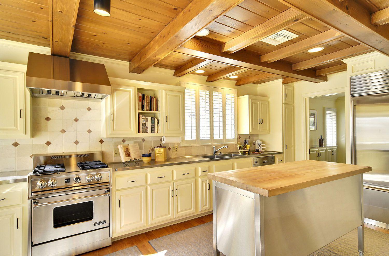 1_0_240_1r29_kitchen_towards_dining_room.jpg