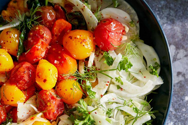 Tomato salad with onions
