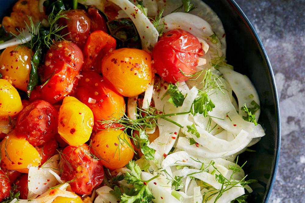 Tomato salad with onions