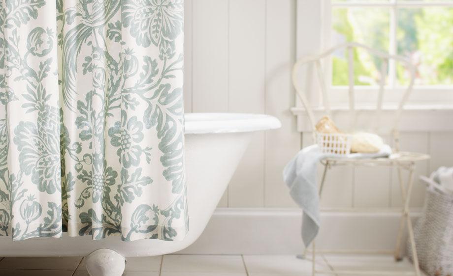Bathtub with Shower Curtain