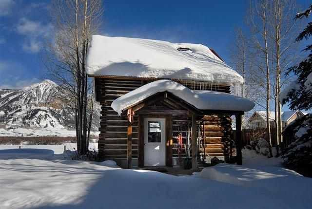 1r10_ruth_s_cabin_front