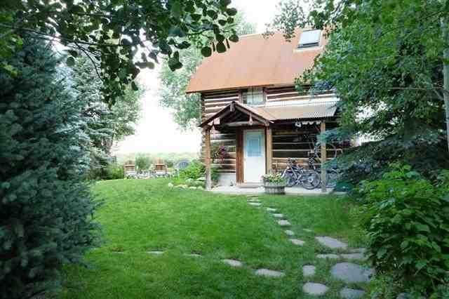1r10_ruth_s_cabin_front_summer