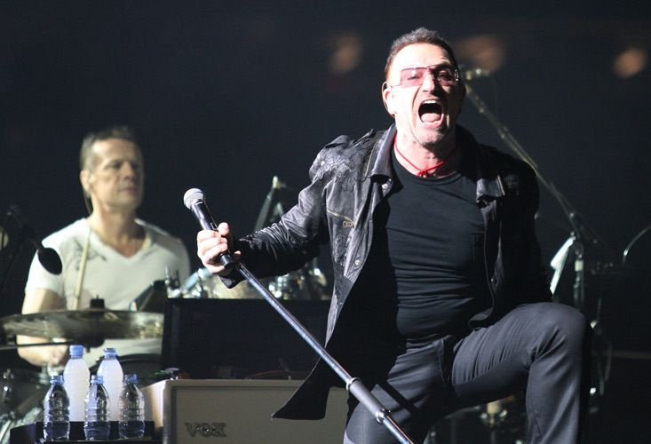 1r1_U2_Bono.jpg