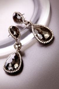 SIMRON_EARRINGS_ON_METAL_37.jpg