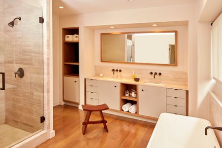 MASTER_BATHROOM_214.jpg